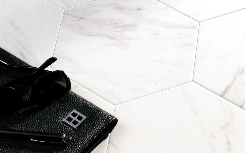 Marble White -sarjan kuusikulmainen laatta koossa 25x25 cm