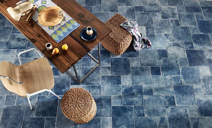 Materia -sarjan lattialaatat sävyssä Blue