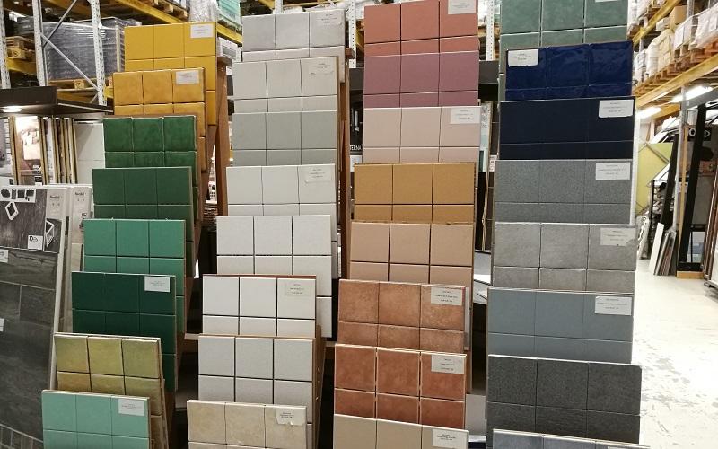 värivalikoima laattoja