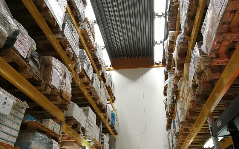 Varastomme sijaitsee myymälämme yhteydessä Vantaalla